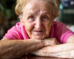 Opatrovateľky alebo rodina? Čo je lepšie pre vášho seniora? 7 otázok, ktoré vám pomôžu rozhodnúť sa - Domelia